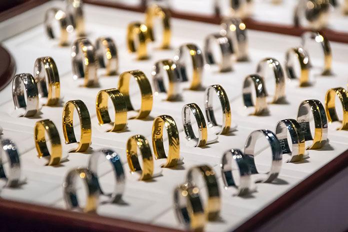 Jaki pierścionek zaręczynowy i jakie obrączki wybrać?