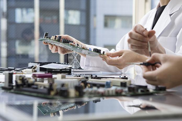 Mikromontaż powierzchniowy elementów elektronicznych. Montaż elektroniki SMT i THT na płytkach obwodów drukowanych