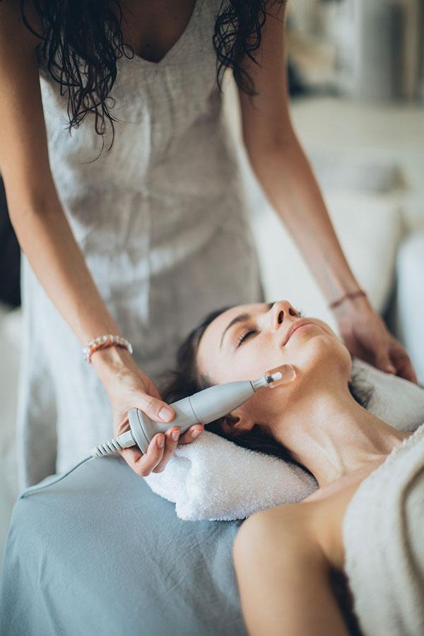 Profesjonalne maszyny kosmetyczne – nowoczesne wyposażenie gabinetów